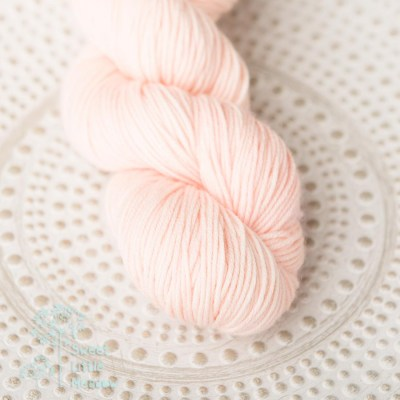 trendy coral pantone 2019 DK weight superwash merino wool handdyed indie dyer