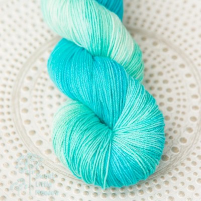 Bright blue aqua turquoise skein 4ply sock wool merino superwash handdyed indie dyer
