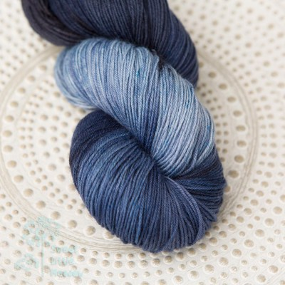 jeans dark blue skein 4ply sock wool merino superwash handdyed indie dyer